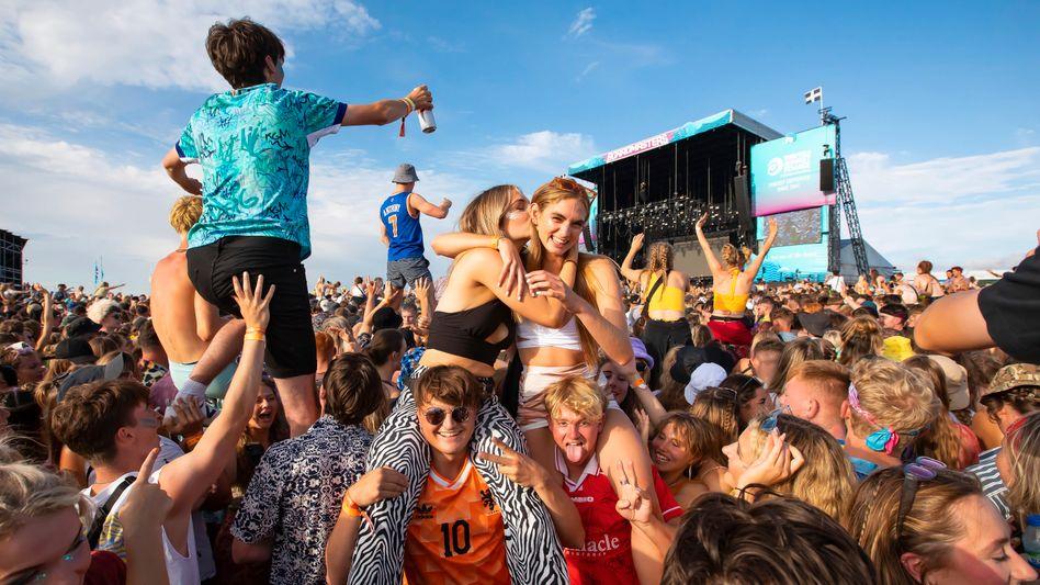Besucher des Boardmasters-Festivals in England