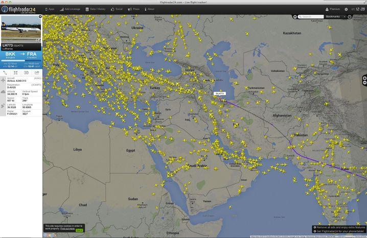 Luftverkehr live: Die Webseite flightradar24 zeigt die wichtige Flugroute zwischen Europa und Asien. Der Korridor erstreckt sich zwischen Kaspischem Meer und Syrien.