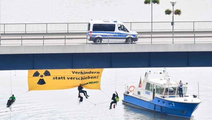 Transport auf dem Neckar: Castor an Bord