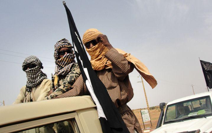 Islamisten bewachen den Flughafen von Gao während Friedensgesprächen im August 2012
