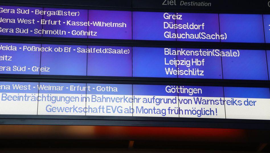 Hinweistafel Bahnhof