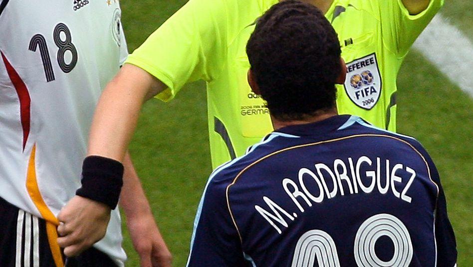 Schiedsrichter Michel: Der frühere Referee wird von Vorwürfen belastet