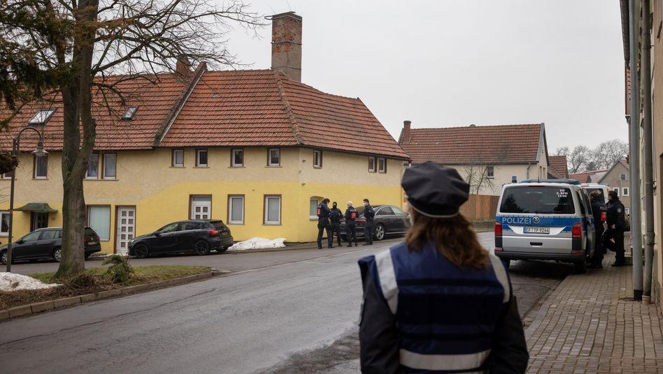 Ballstädt in Thüringen: Großeinsatz der Polizei am »Gelben Haus« (26. Februar)