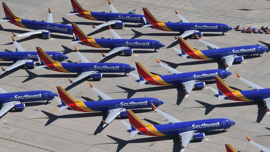 737-Max-Maschinen der US-Airline Southwest auf einem Flugfeld in Kalifornien