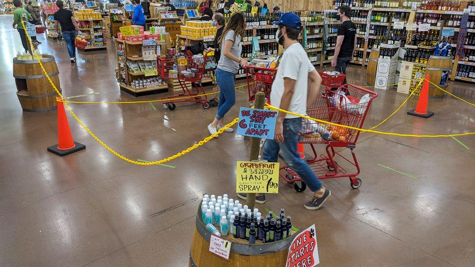 Shoppen mit Abstand: Supermarkt in Los Angeles