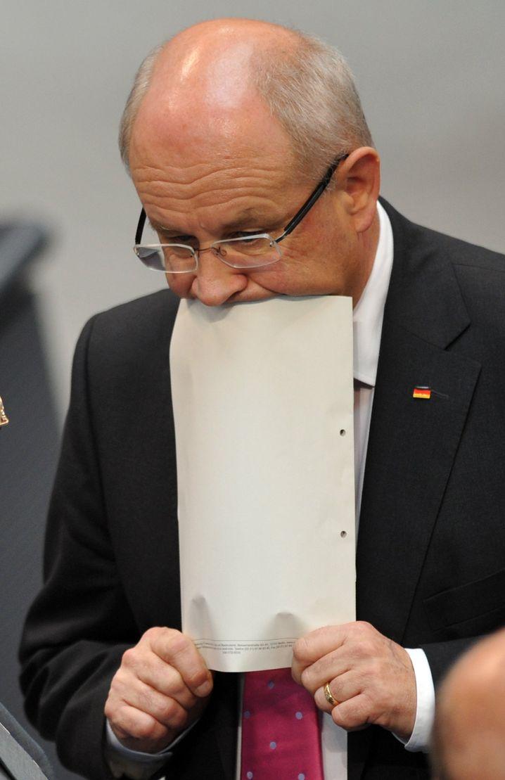 Unionsfraktionschef Kauder mit Papier: Es wird digitalisiert