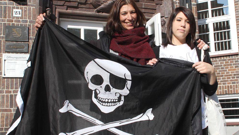Chemnitz: Familie Krüger und ihre Totenkopffahne