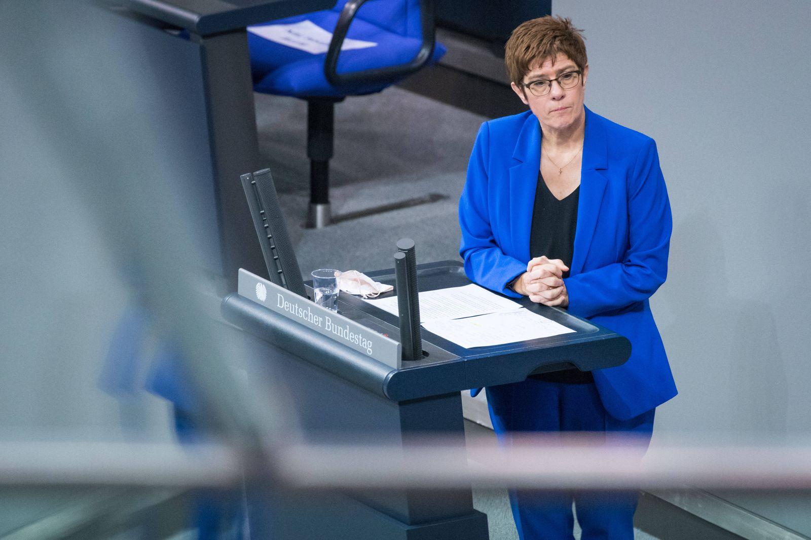 Berlin, Plenarsitzung im Bundestag Deutschland, Berlin - 09.12.2020: Im Bild ist Annegret Kramp-Karrenbauer (Verteidigun