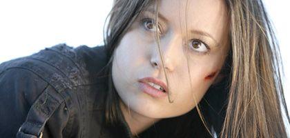 Summer Glau als Cyborg Cameron: Absichtlich verlangsamtes Blinzeln