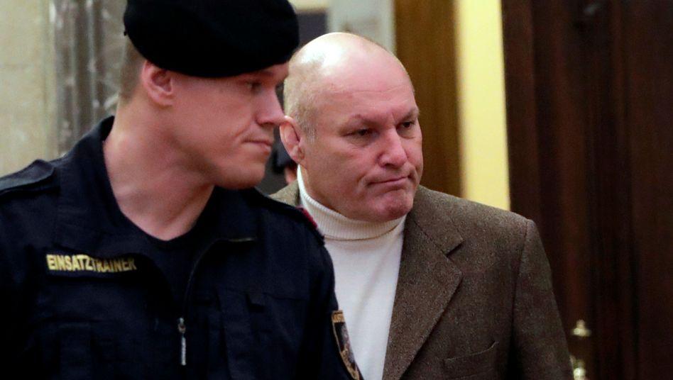 Peter Seisenbacher (r.) vor Gericht