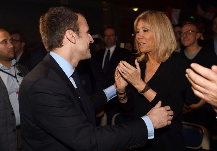 Macron mit seiner Frau Brigitte