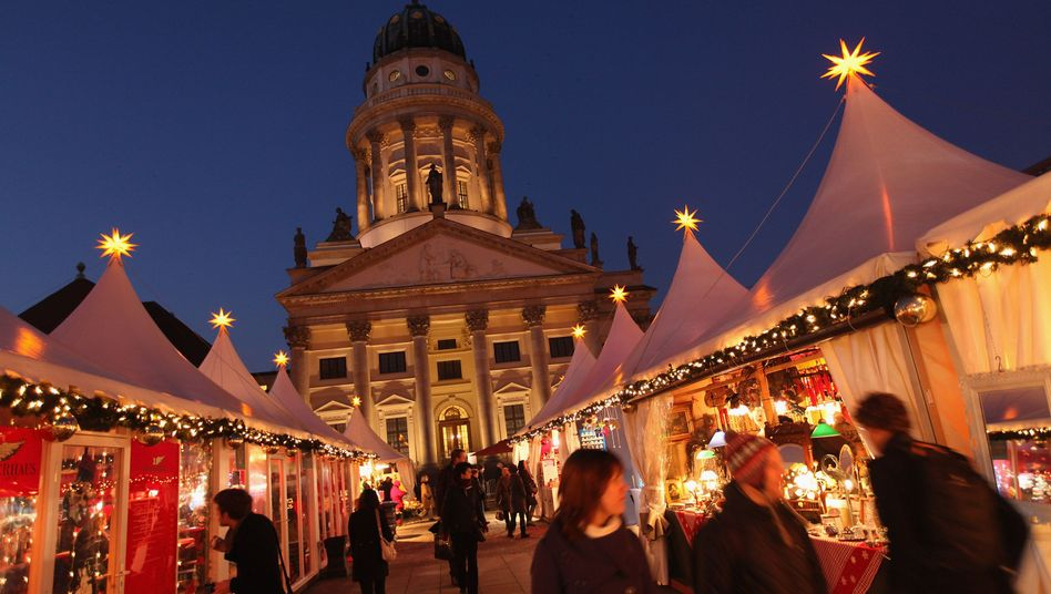 For over a week now, a man in Berlin has been seeking out victims at local Christmas markets, offering them mulled wine and spirits spiked with substances.