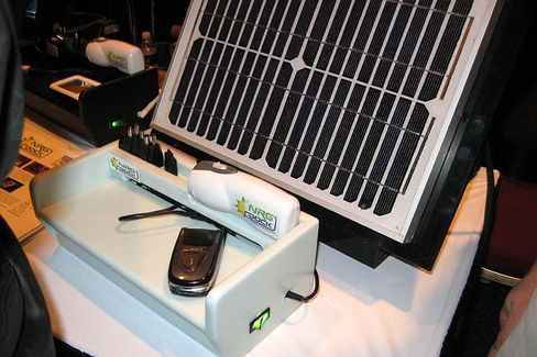 Solarstrom für alle: Das NRG Dock versorgt iPod und Co. mit Solarenergie