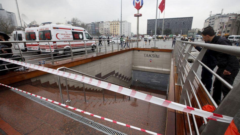 Abgesperrte U-Bahn-Station in Istanbul: Viele Reisende saßen fest