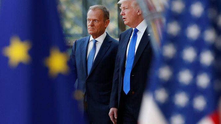 Treffen in Brüssel: Macrons Dauerhandschlag mit Trump