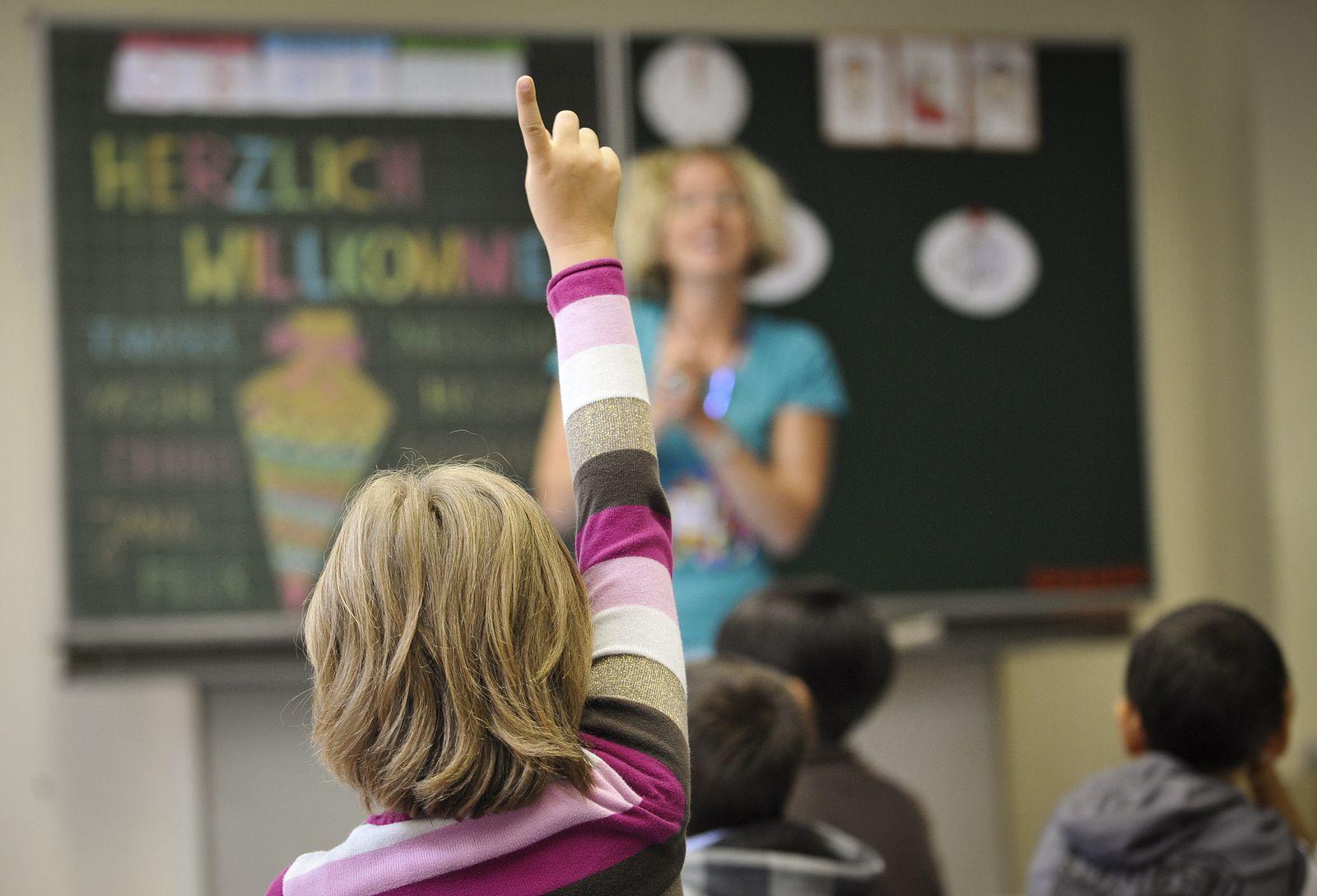 NICHT VERWENDEN Schulreform NRW beschlossen Schule Schulklasse