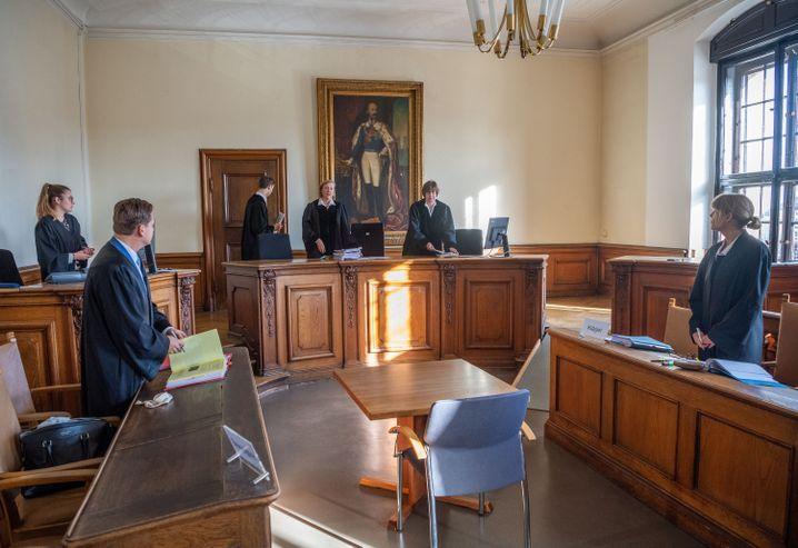 """Verhandlungssal im Justizpalast: Nach der Gerichtsentscheidung muss das Lied """"Noname"""" geändert werden"""