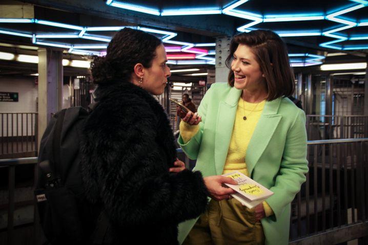 In der U-Bahn-Station Broadway-Lafayette: Beutter Cohen interviewt eine Leserin