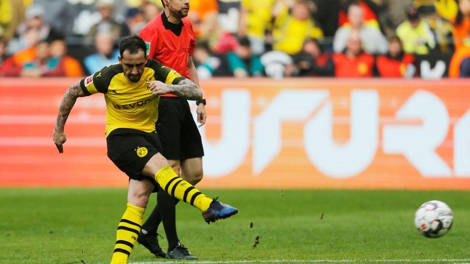 Paco Alcácer erzielte in der vergangen Saison mit einem direkten Freistoß das 1:0 für Dortmund im Ligaspiel gegen Wolfsburg