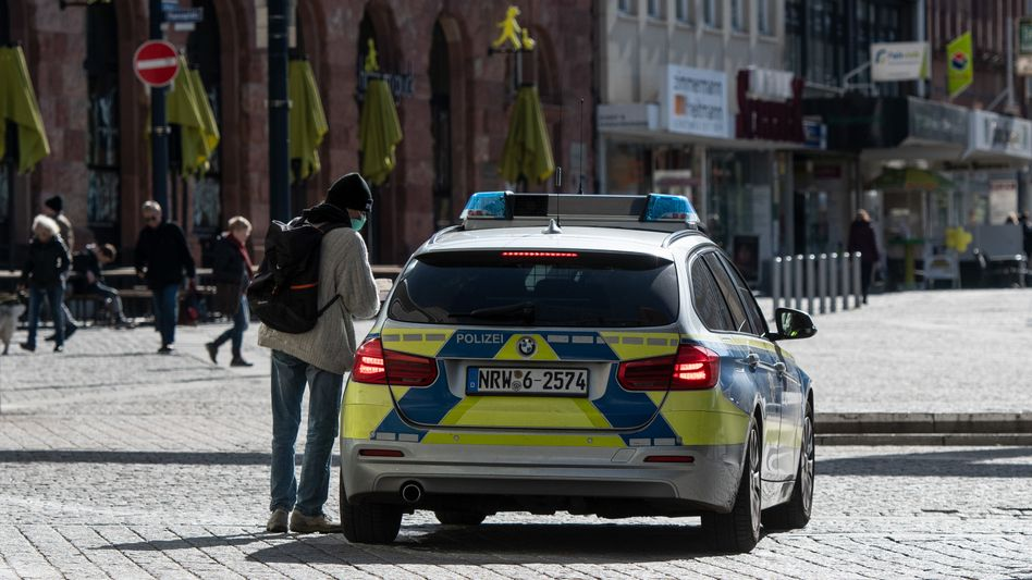 Streifenwagen in Dortmund: Bei Verstößen gegen Corona-Verordnungen sind sogar Freiheitsstrafen möglich