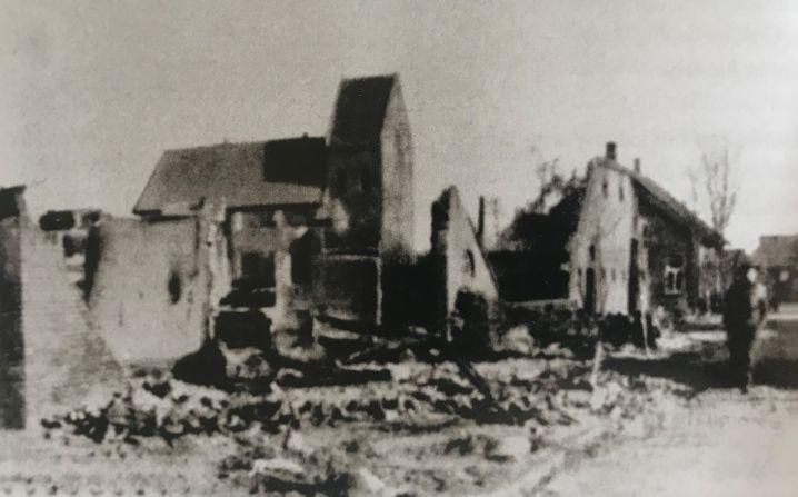 Rhede, nur noch ein Trümmerhaufen - das Dorf wurde zu etwa 90 Prozent bei den Kämpfen zwischen dem 15. und 17. April 1945 zerstört