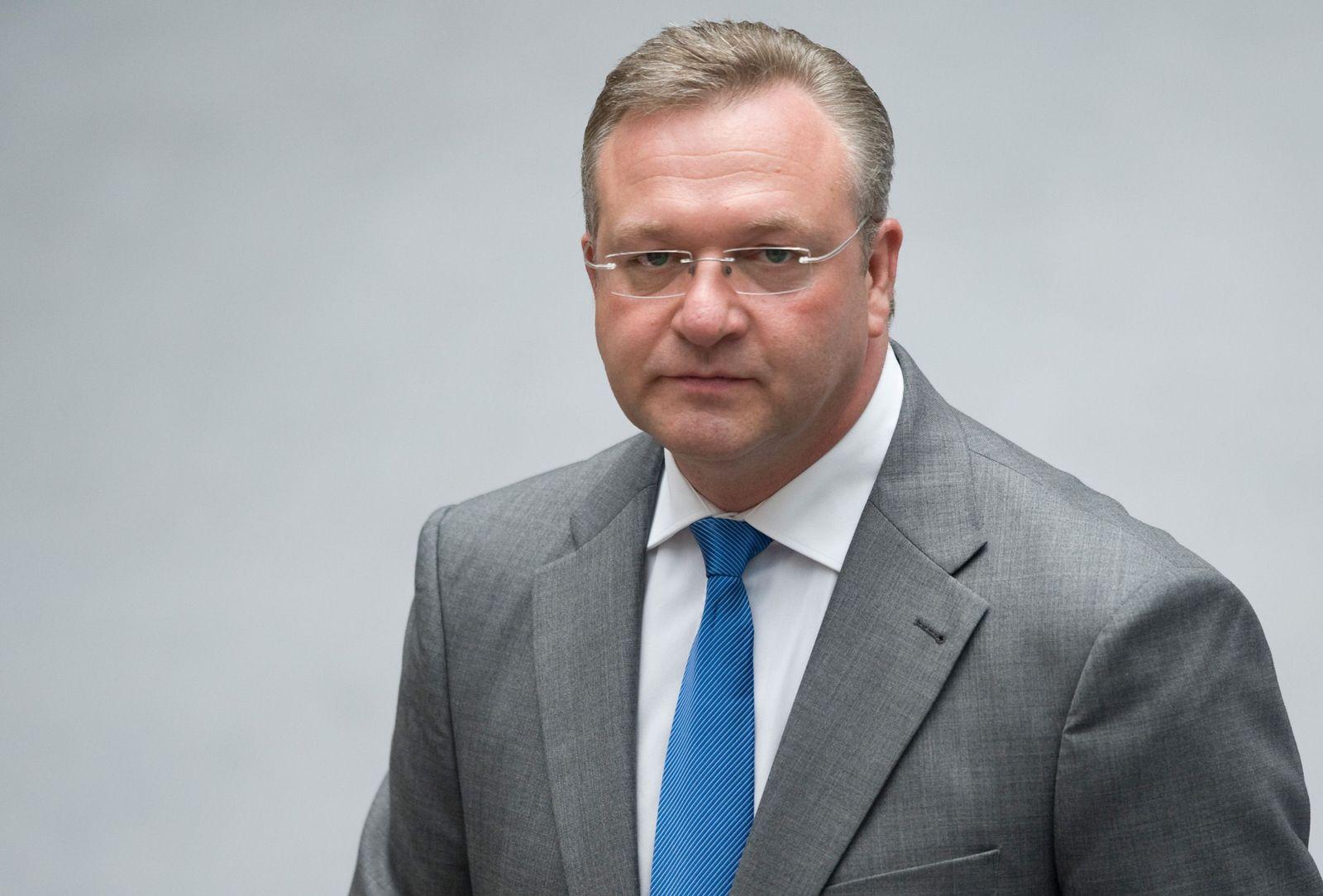NICHT VERWENDEN Frank Henkel