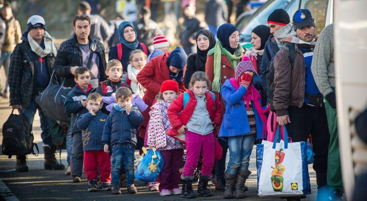 Flüchtlinge an der österreichisch-ungarischen Grenze im November 2015