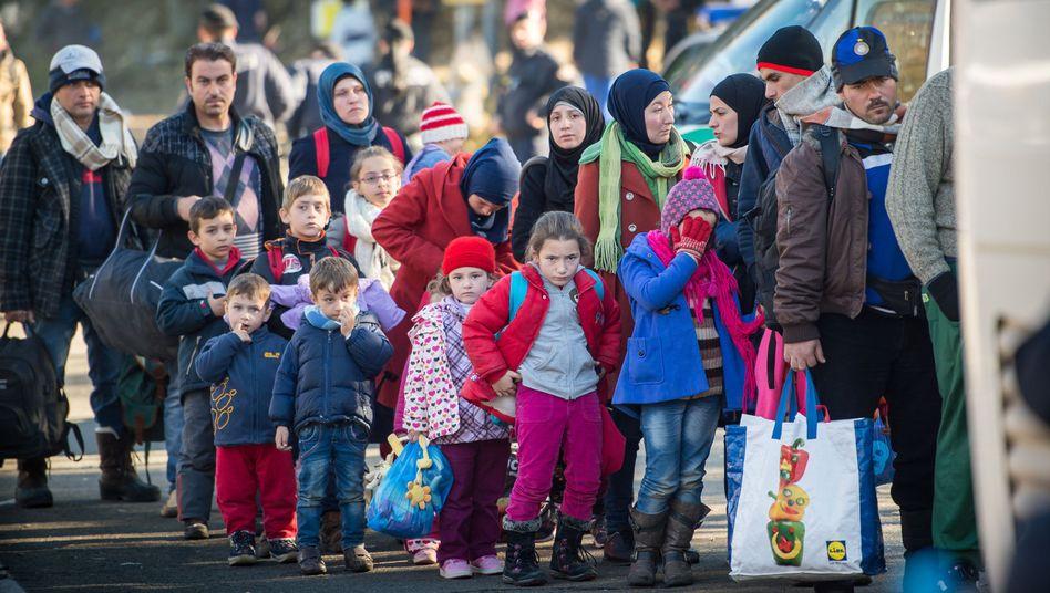 Flüchtlinge an der deutschen Grenze: 67.900 Flüchtlinge haben Arbeit gefunden