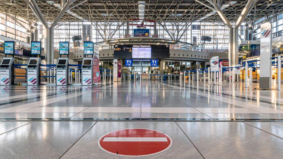 Symbolhaft für die Lage der deutschen Wirtschaft in den schlimmsten Tagen des Lockdown: die leere Abflughalle des Stuttgarter Flughafens (Archivbild vom April 2020)