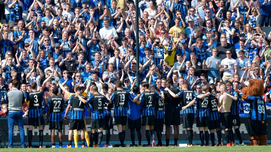 Fans und Spieler von Club Brügge im Jan-Breydel-Stadion