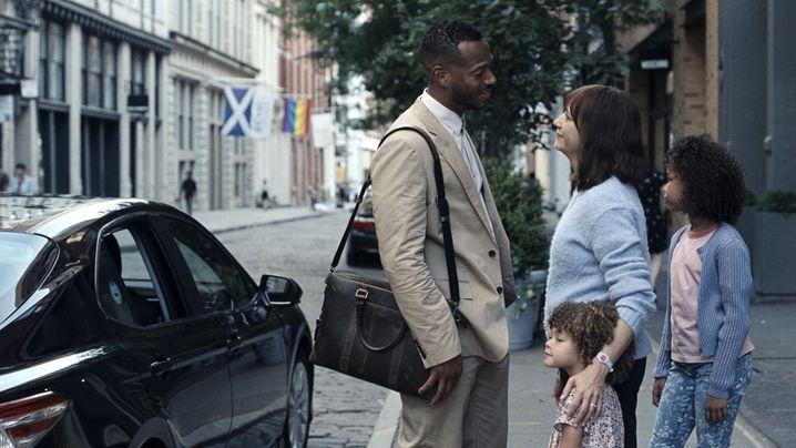 """""""On The Rocks""""-Darsteller Wayans, Jones, Liyanna Muscat, Alexandra Reimer: Der Gatte jettet durch die Welt, die Mutter ist zur Kinderbetreuung verdammt"""