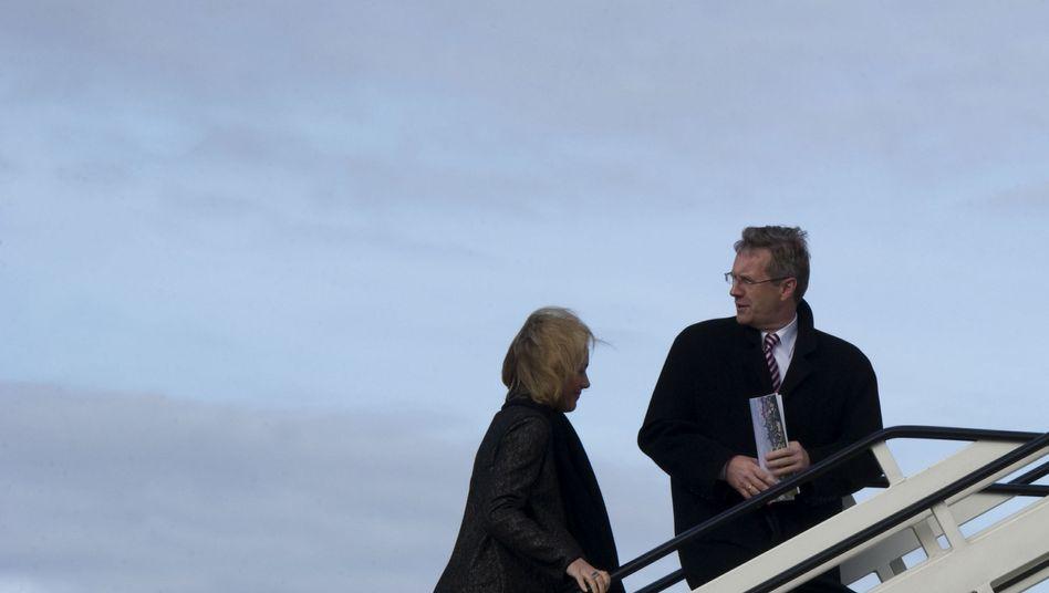 Bundespräsident Wulff (mit Frau Bettina): Die Debatte endlich zur Ruhe bringen