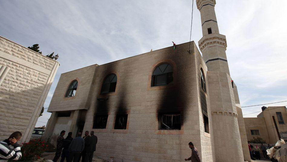 Moschee in Al-Mughajir: Gesamte erste Etage in Brand gesetzt