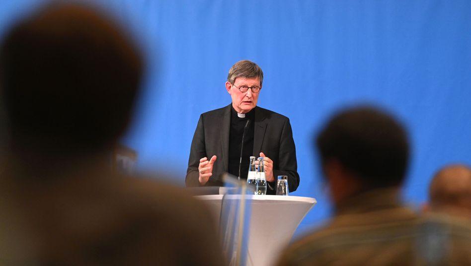 Kölner Kardinal Woelki bei einer Pressekonferenz zur Vorstellung eines Gutachtens zum Umgang des Erzbistums mit Missbrauchsvorwürfen, 18. März 2021