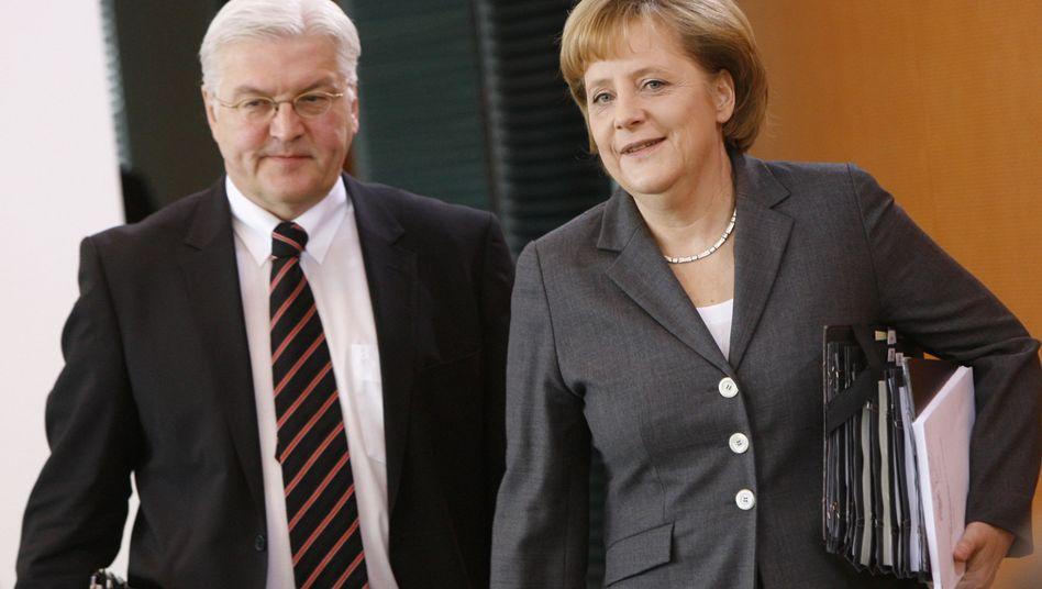 Vizekanzler Steinmeier, Bundeskanzlerin Merkel: Nach einer Umfrage holt die SPD leicht auf