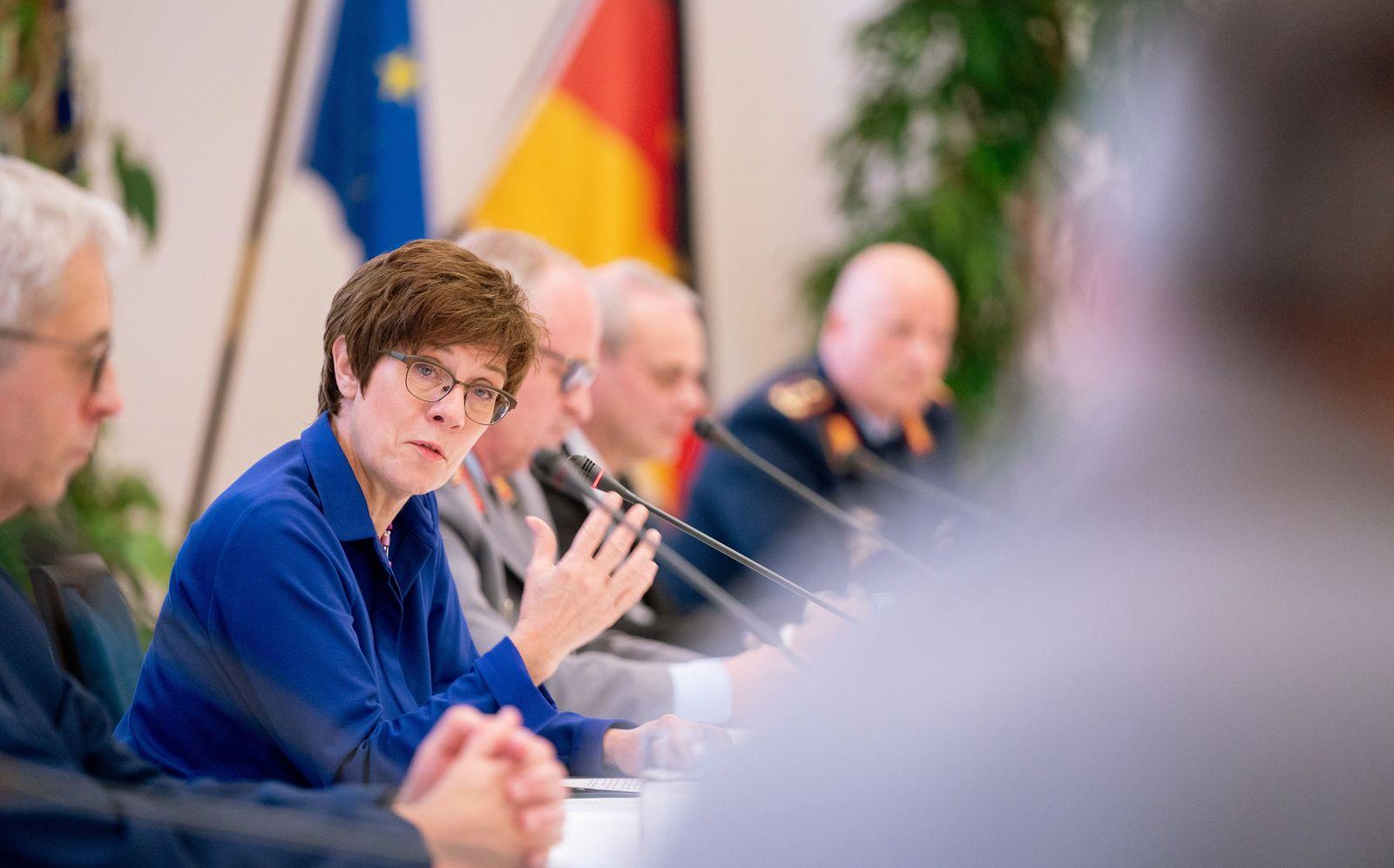 Planungen für Bundeswehr der Zukunft vorgestellt