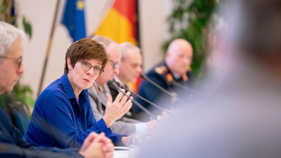 Verteidigungsministerin Kramp-Karrenbauer: Will die Bundeswehr modernisieren