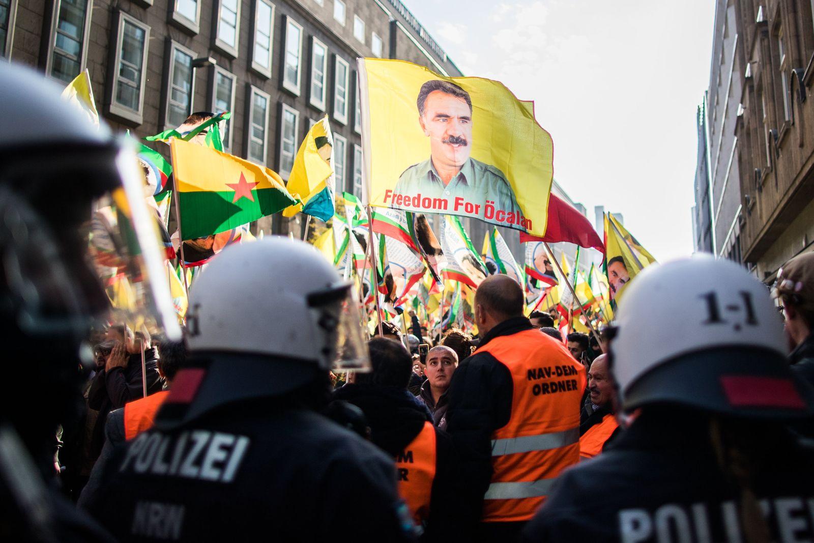 Kurden-Demonstration in Düsseldorf