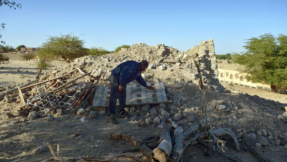 Die Ruinen eines Mausoleums in Timbuktu: Islamist nach Den Haag ausgeliefert