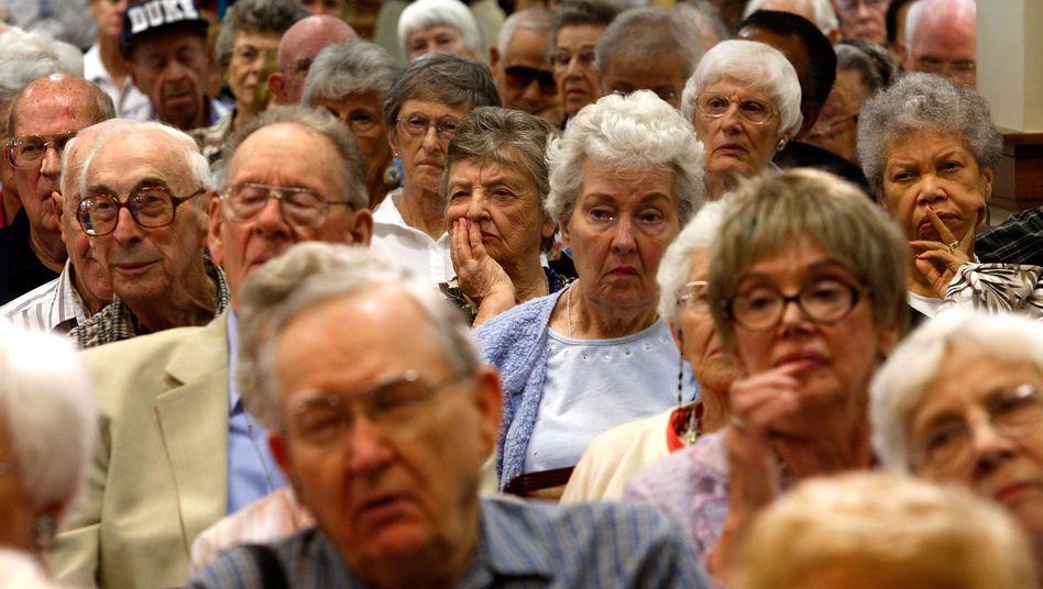 Senioren (Archivbild): Biochemische Prozesse lassen Menschen älter werden