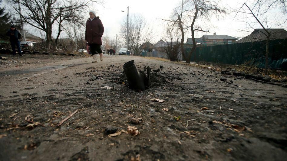 Von Waffenruhe keine Spur: Bombeneinschlag in Krasny Pakhar bei Donezk