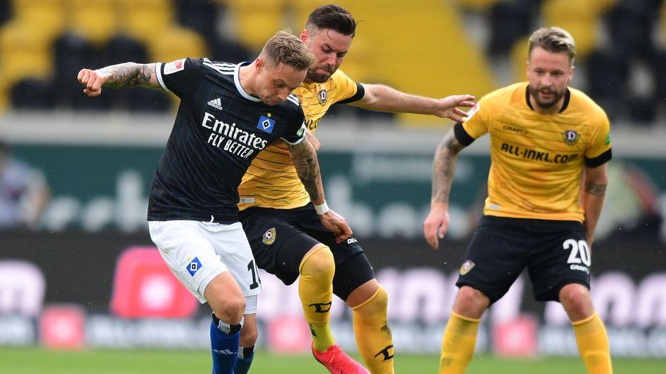 Kaum Durchkommen gegen Dynamo: Sonny Kittel vom HSV hat es schwer
