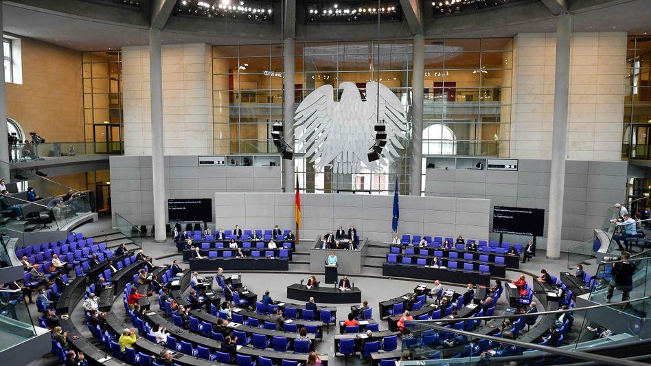 Angela Merkel im Bundestag: Da war es draußen noch hell
