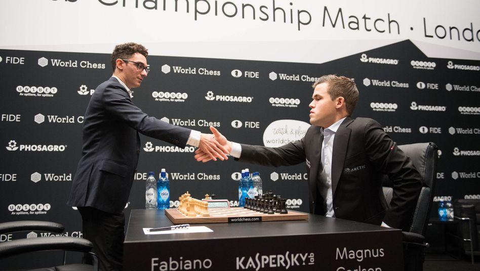 Fabiano Caruana (links), Magnus Carlsen