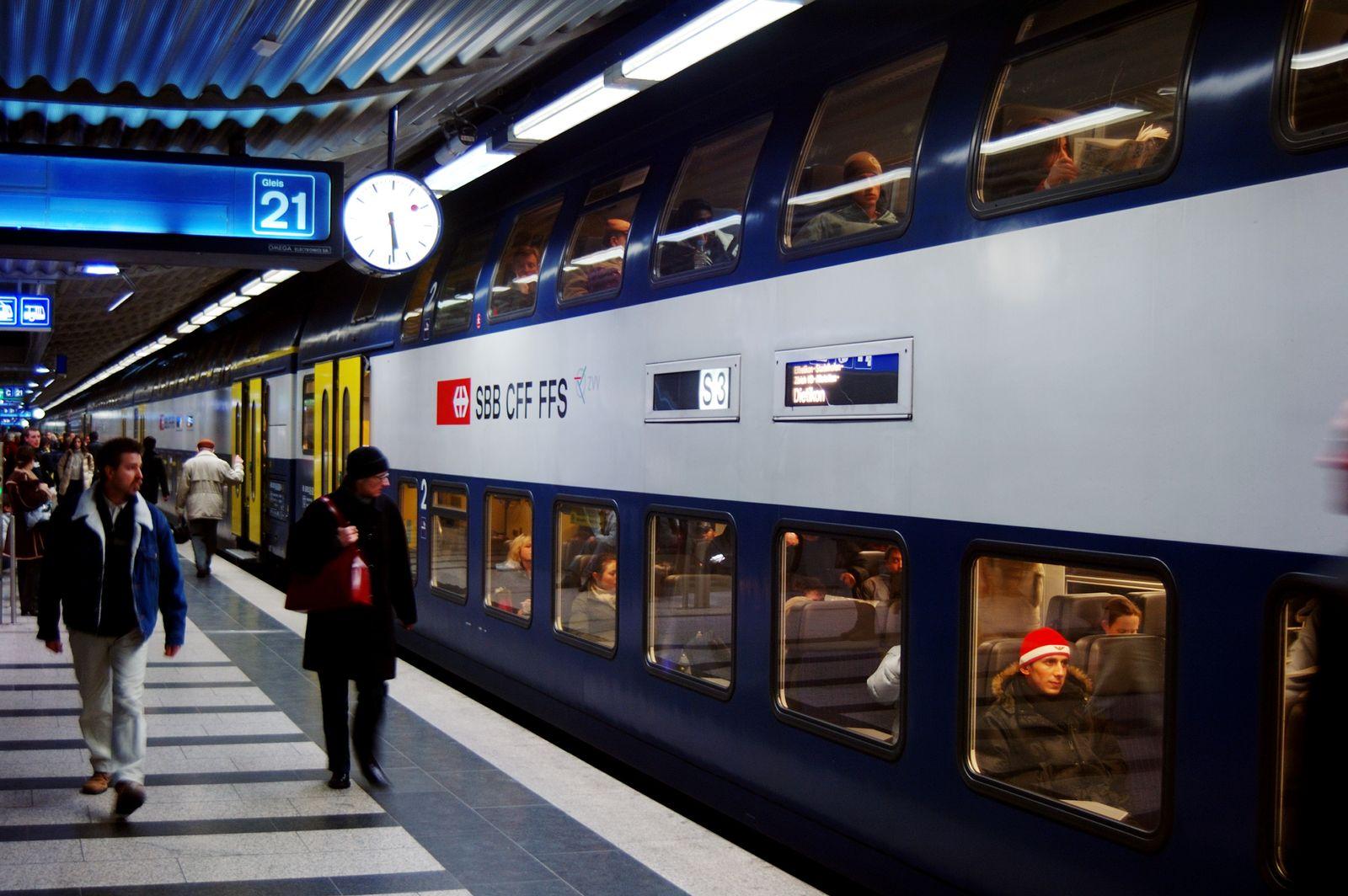 EINMALIGE VERWENDUNG SPIEGEL PLUS SP 10/2018, S.22 S-Bahn / Zürich