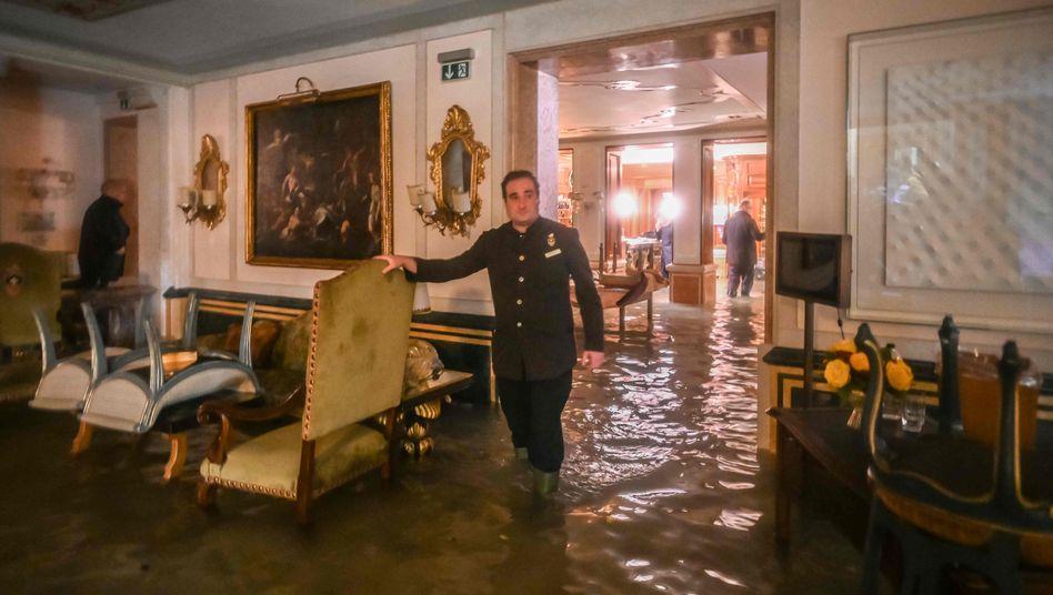 Überschwemmte Räume in Venedig: Kitas und Schulen bleiben ganz zu