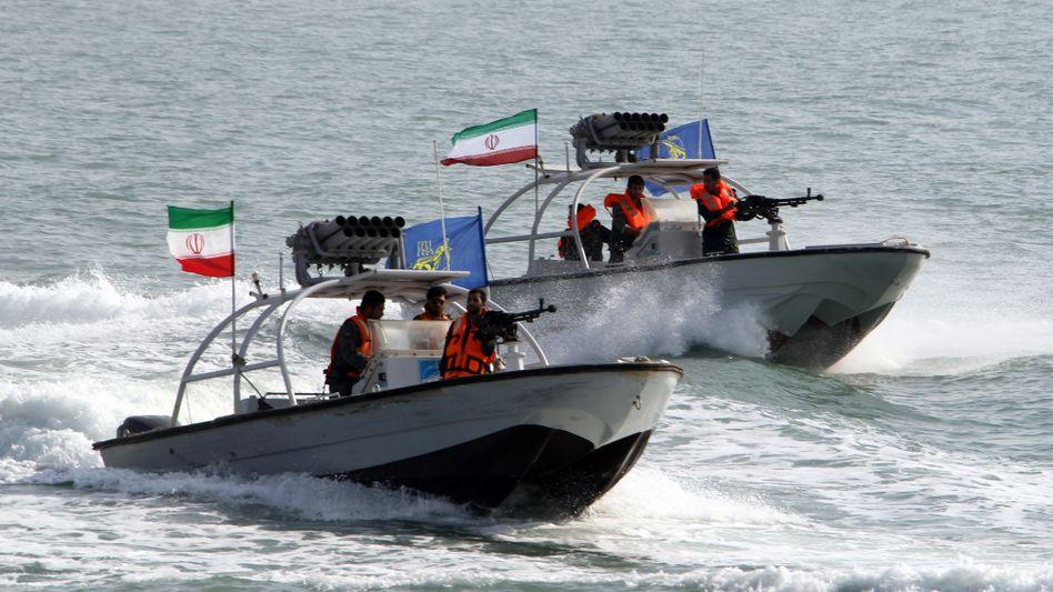 Speedboote der Iranischen Revolutionsgarde (Archiv): Frachter freigegeben