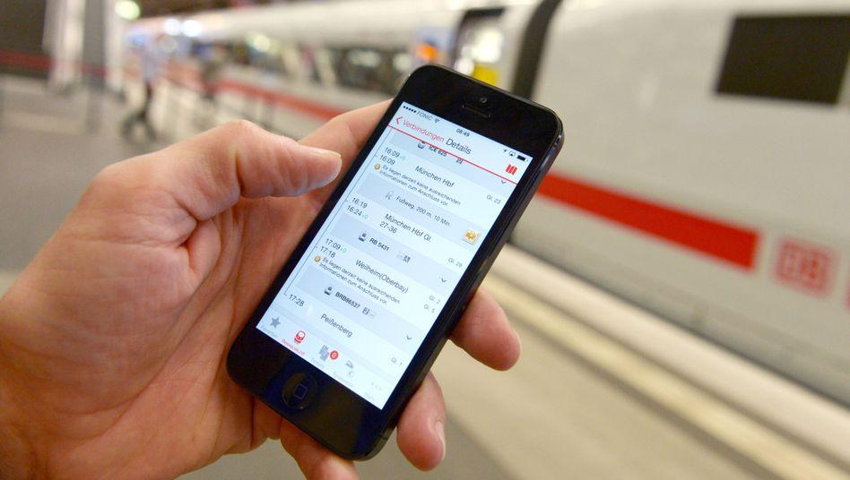 """Die """"DB Navigator"""" soll es leicht machen, Fahrkarten digital zu kaufen und zu kontrollieren. An diesem Wochenende klappt das leider nicht"""