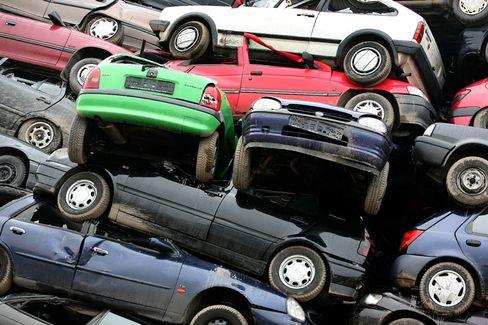 Altautos: Schrottfahrzeuge bei einem Leverkusener Verwertungsbetrieb