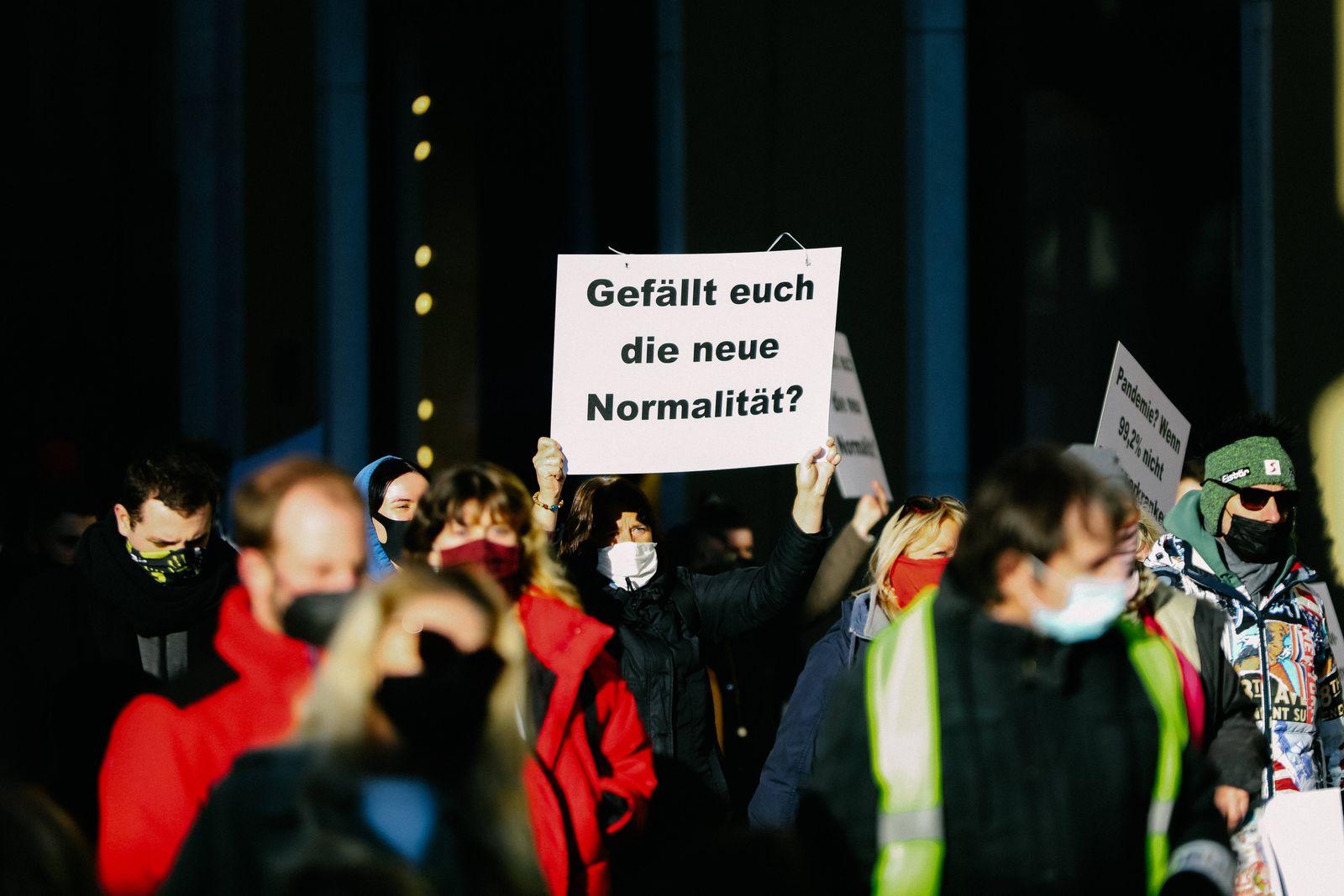 Demonstration gegen Corona Auflagen 28,02.2021 MÜNCHEN Kundgebung gegen die Corona Auflagen in der Münchner Innenstadt.